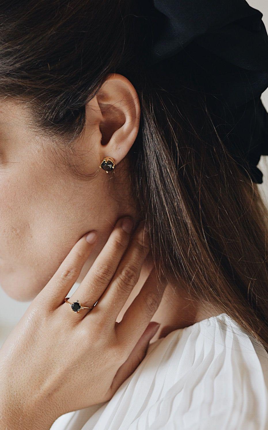 Pendientes para novia y anillo de pedida